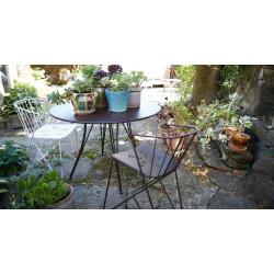 Fermob Flower Bridge tuinstoel met armleuning en geperforeerde zitting